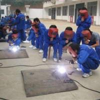 河南电工培训机构_焊工培训还是郑州创新科技中等中专学校好